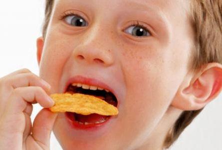 رقائق البطاطا المقلية مضرة جدا للأطفال