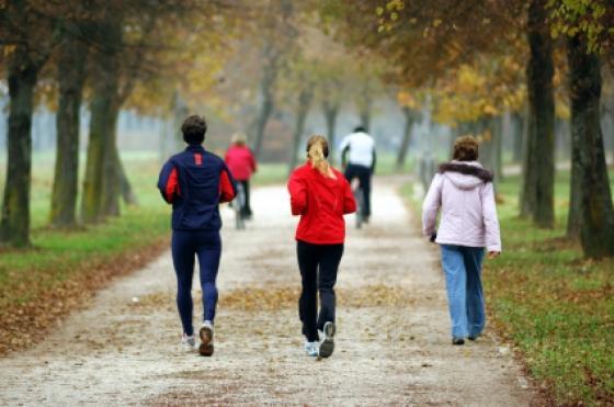 لانقاص الوزن.. المشي أفضل من صالات الجيم